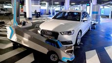 Xem robot trổ tài đỗ xe hộ tài xế cực đỉnh