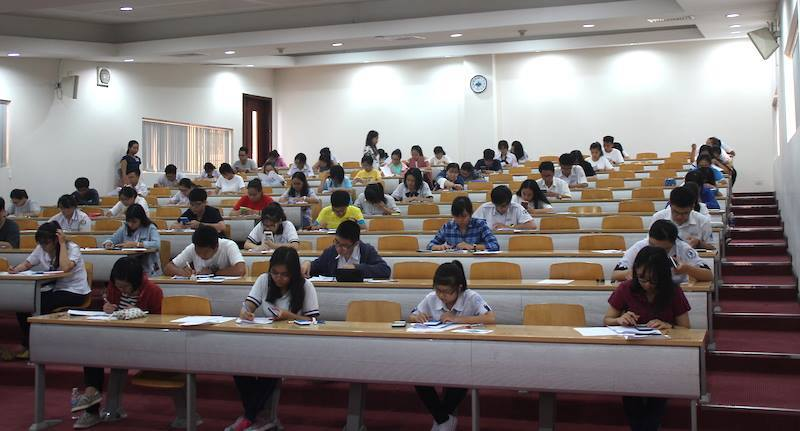 Những thí sinh đầu tiên thi vào đại học