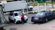 Hành động bất ngờ của người phụ nữ khi bị cướp ô tô