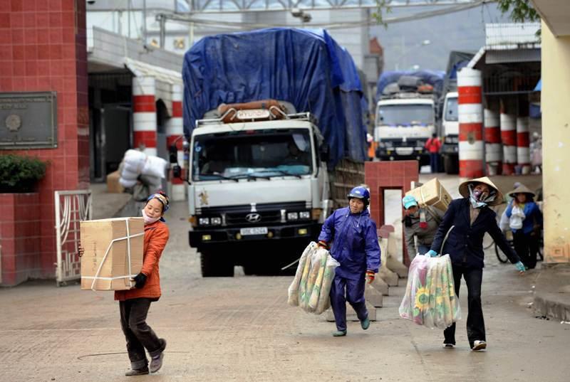 Mua bán với Trung Quốc: Chỉ mới làm ăn với 'lái nhỏ' mà đã 'dẹp tiệm'