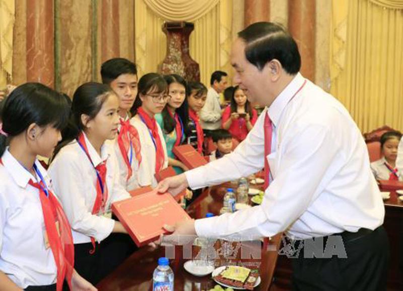 Chủ tịch nước gặp mặt trẻ em có hoàn cảnh đặc biệt tiêu biểu toàn quốc