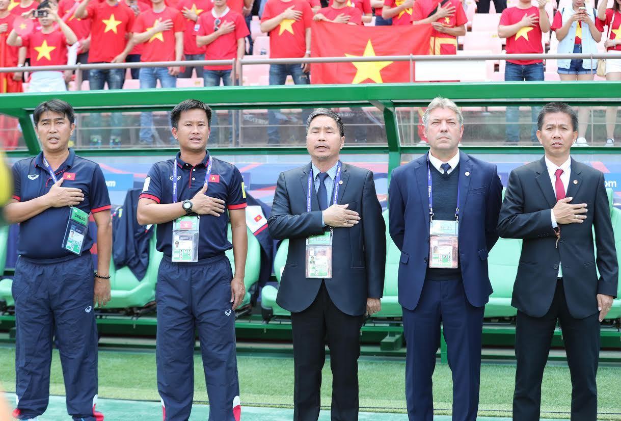 Sau U20 World Cup, HLV Hoàng Anh Tuấn nhận 'phò tá' cho HLV Hữu Thắng