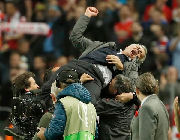 Griezmann gặp sếp lớn MU, Mourinho ký gia hạn 5 năm