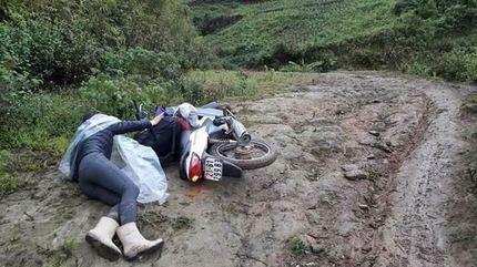 Hình ảnh lay động của cô giáo vùng cao ngã trên đường đến trường