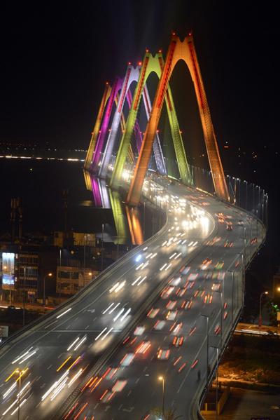 Cầu Nhật Tân 'triệu sắc màu': điểm nhấn mới của Hà Nội