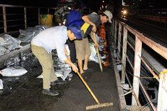 Trắng đêm thảm mặt cầu Long Biên 115 tuổi