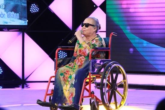 Cẩm Ly, Trấn Thành khóc trước người mẹ mù lòa, ngồi xe lăn thi hát