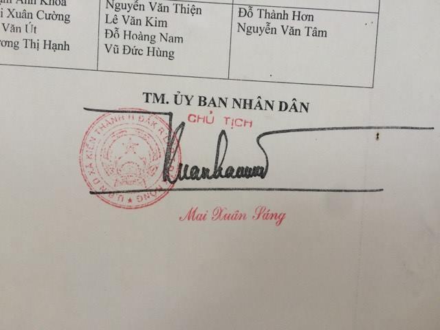 Cách chức chủ tịch xã thêm dấu 'sắc' vào bằng cấp 3