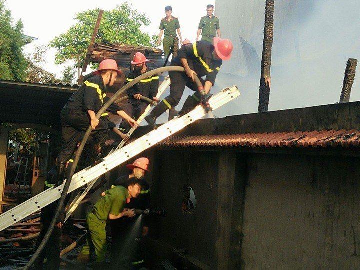 Hải Phòng: Xưởng nội thất đồ gỗ cháy suốt 3 giờ đồng hồ