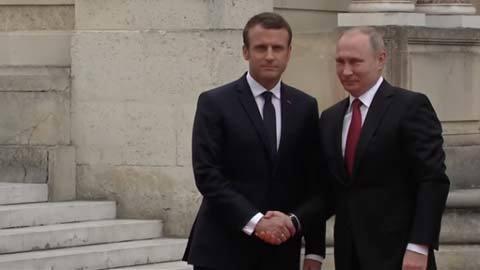 Ông Putin gặp ông Macron tại cung điện Versailles