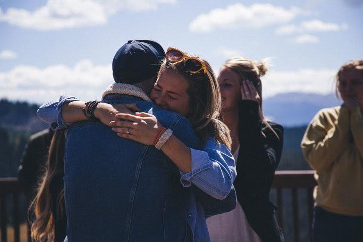 Vừa được cầu hôn, cô gái lại vỡ òa hạnh phúc vì đám cưới bất ngờ
