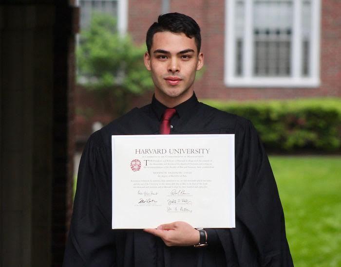 Chàng trai cọ toilet để theo đuổi giấc mơ Harvard