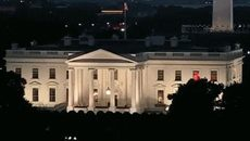 Cư dân mạng rúng động vì ánh sáng bí ẩn ở Nhà Trắng