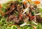 Đổi vị ngày hè bằng cách nộm rau muống thịt bò