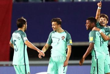 Đè bẹp U20 Hàn Quốc, đàn em Ronaldo bay vào tứ kết