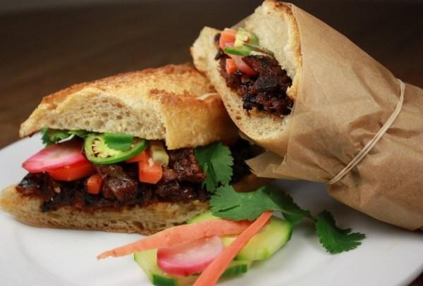 Đồ ăn vỉa hè vào nhà hàng sang: Quà bánh Việt mơ lên đời