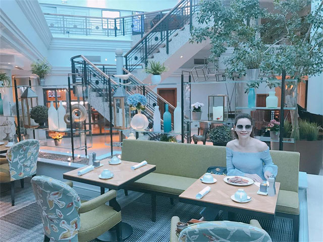 Thủy Tiên nghỉ dưỡng ở Nha Trang, Hà Hồ sang chảnh ở Anh