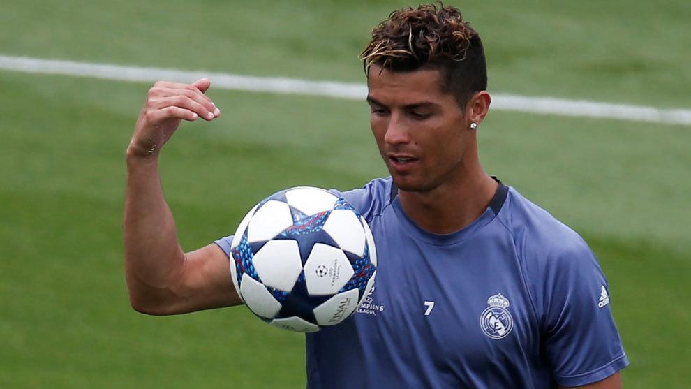 Ronaldo thừa nhận ít khiêm tốn, tuyên chiến Juve