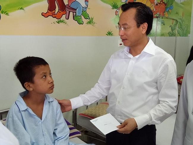 Bí thư Xuân Anh: Thăm bệnh nhi ung thư tôi có cảm giác nặng nề