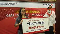"""Khách trúng số 112 tỷ đồng hành cùng VietNamNet """"Thắp lửa yêu thương"""""""