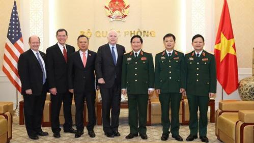 Bộ trưởng Quốc phòng, Ngô Xuân Lịch, Thượng nghị sỹ John McCain, quan hệ Việt-Mỹ, Cam Ranh