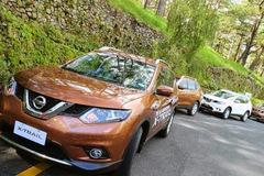Nghịch lý thị trường ô tô Việt Nam: Giá cao không khó bán