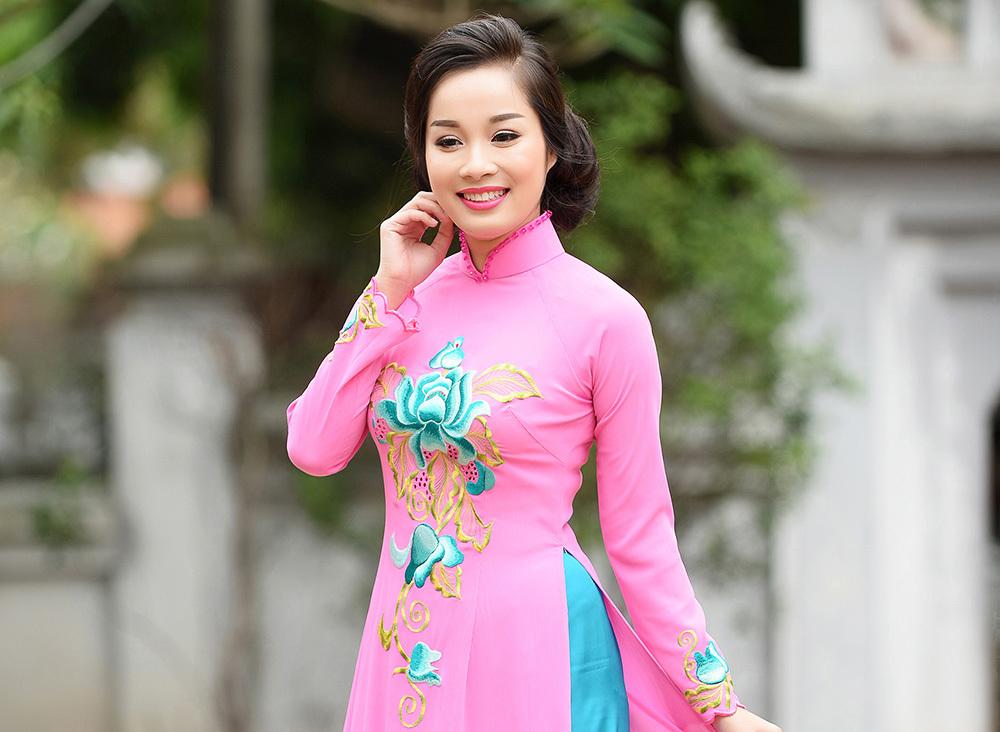 Minh Hương 'Nhật ký Vàng Anh' tái xuất rạng rỡ với áo dài
