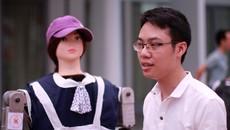 Sinh viên Bách khoa chế tạo robot như người thật
