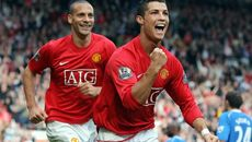 Ronaldo chạnh lòng nhớ MU, Mourinho đón 2 sao Benfica