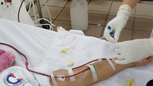 Xem lọc máu ở cơ sở chạy thận lớn nhất miền Bắc