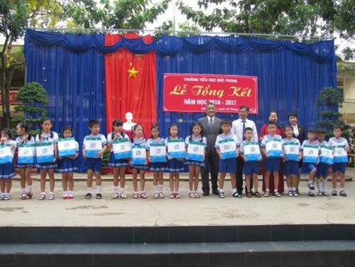 70 triệu đồng quà tặng thiếu nhi từ Fubon life Việt Nam