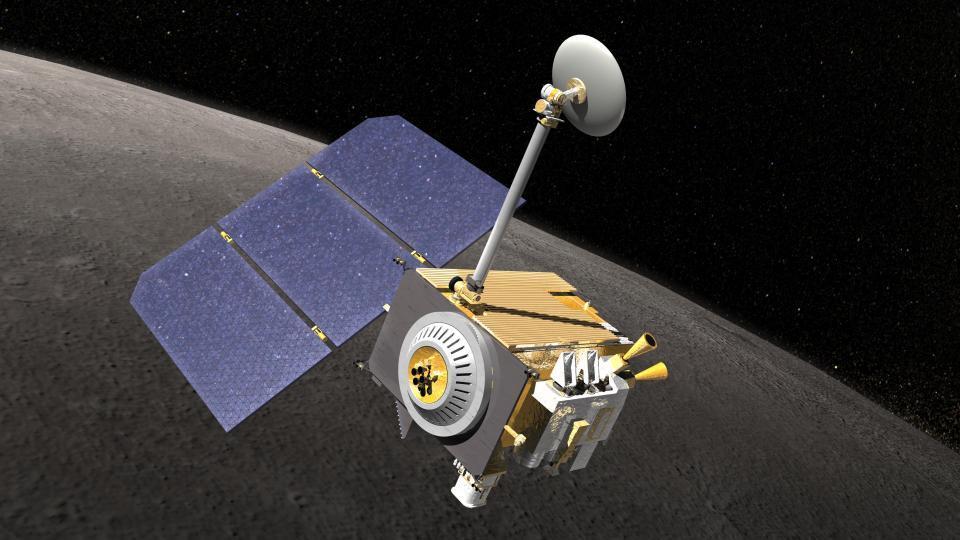 NASA: Tàu vũ trụ theo dõi Mặt trăng bị UFO đâm trúng