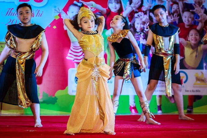 'Sắc màu tuổi thơ': 18 vũ công nhí khoe tài nhảy múa
