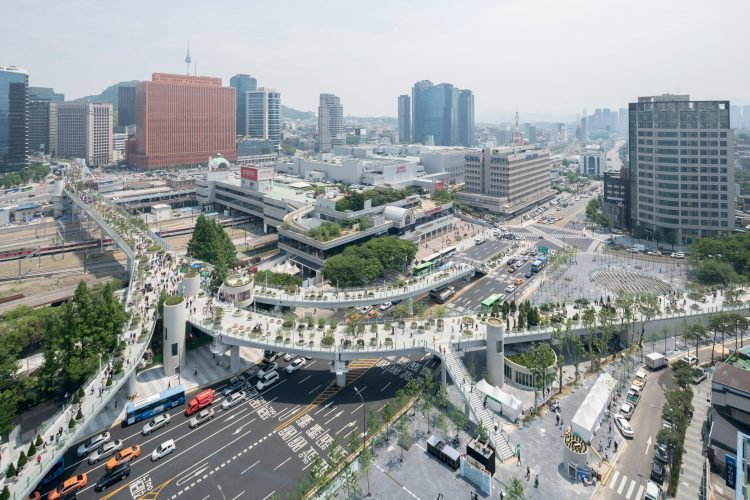 Ngắm khu vườn đẹp như cổ tích trên cầu vượt ở Seoul
