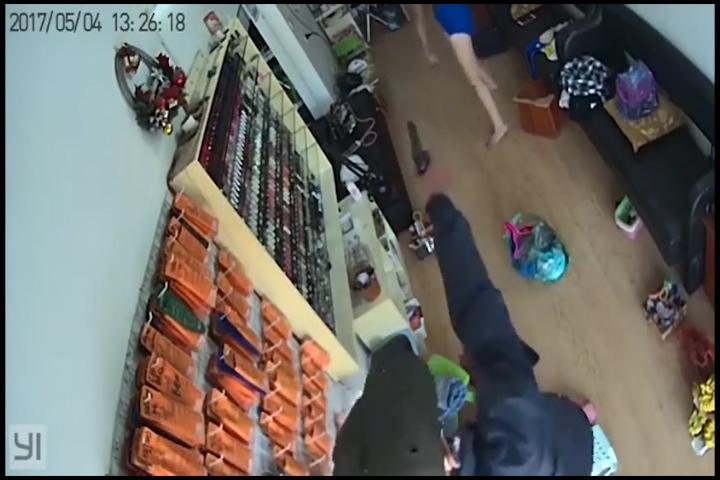 Hà Nội: Dùng súng giả vào tiệm làm móng để cướp