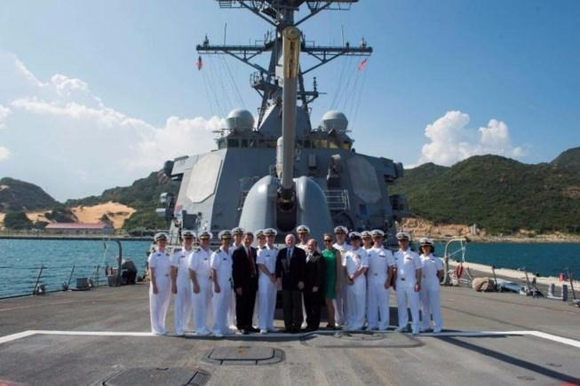 tàu khu trục, Cam Ranh, thượng nghị sĩ John McCain, John McCain