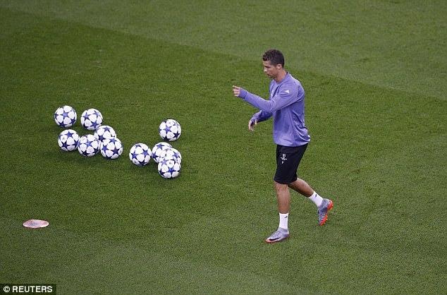 Xem thầy trò Zidane bày binh bố trận giăng bẫy 'Lão bà'