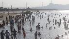 Hạ Long: Lao ra biển từ sáng sớm tránh nóng 40 độ