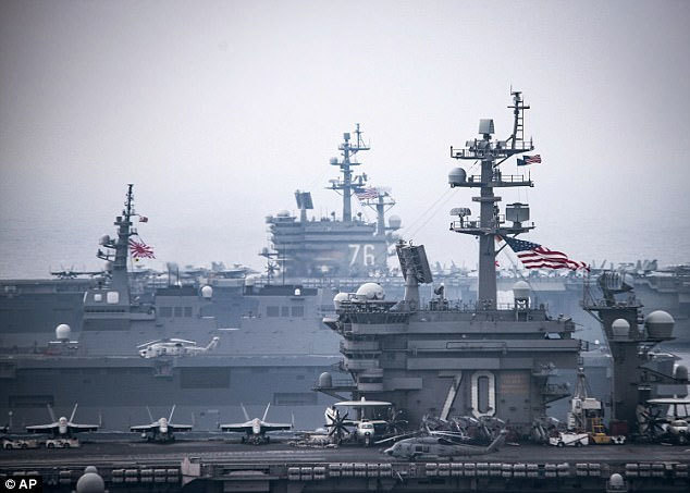 Hai tàu sân bay khủng của Mỹ khoe sức mạnh sát Triều Tiên