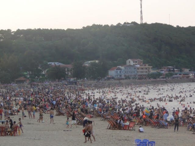 Nóng kỷ lục, xuống biển giải nhiệt bị nghẹt thở ở Sầm Sơn