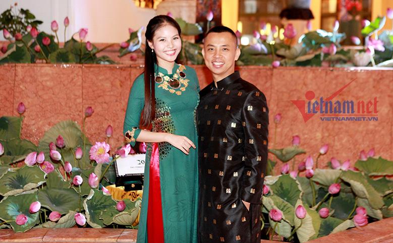 Vợ kém 20 tuổi của Chí Anh thon thả xuất hiện sau sinh