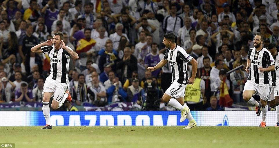 Quay lại cảnh Ronaldo và các đồng đội 'làm gỏi' Juventus