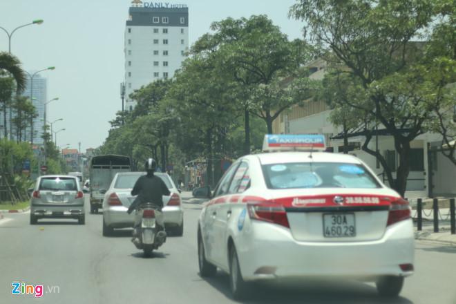 Cuộc chiến taxi: 'Nồi cơm đang vơi, không ai được ăn nhiều'