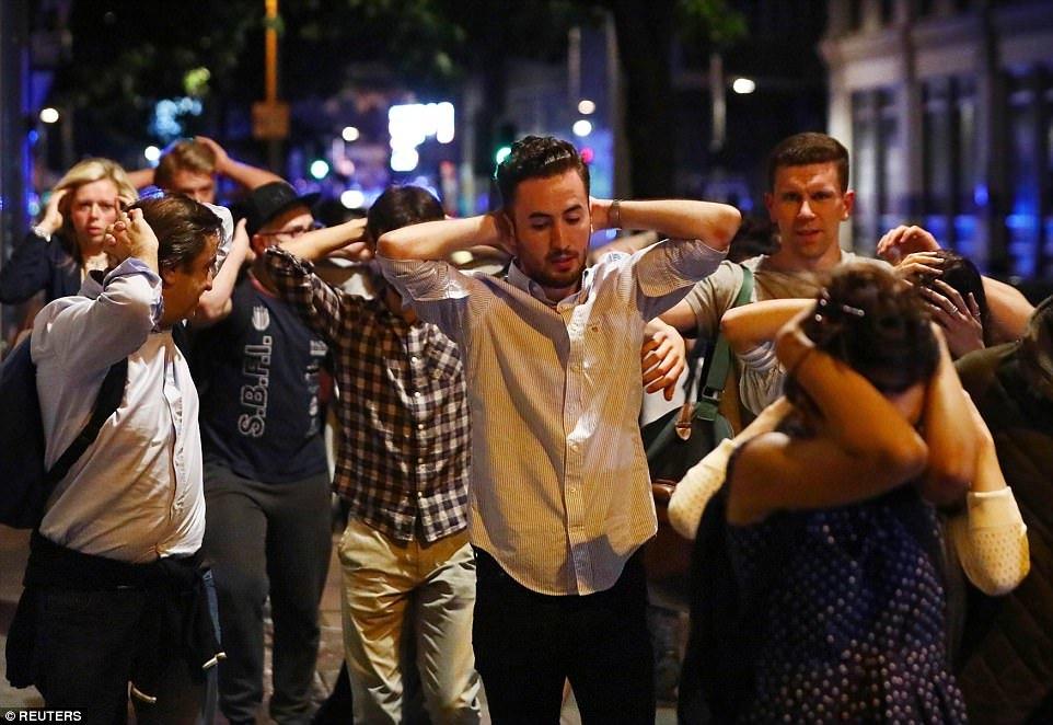 Dân London hoảng loạn sau loạt tấn công khủng bố