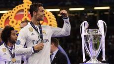 Ronaldo thâu tóm cả thế giới: Chính anh, người phán xử!