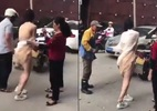 Cô gái bị xé toạc váy áo giữa phố vì tai nạn bất ngờ