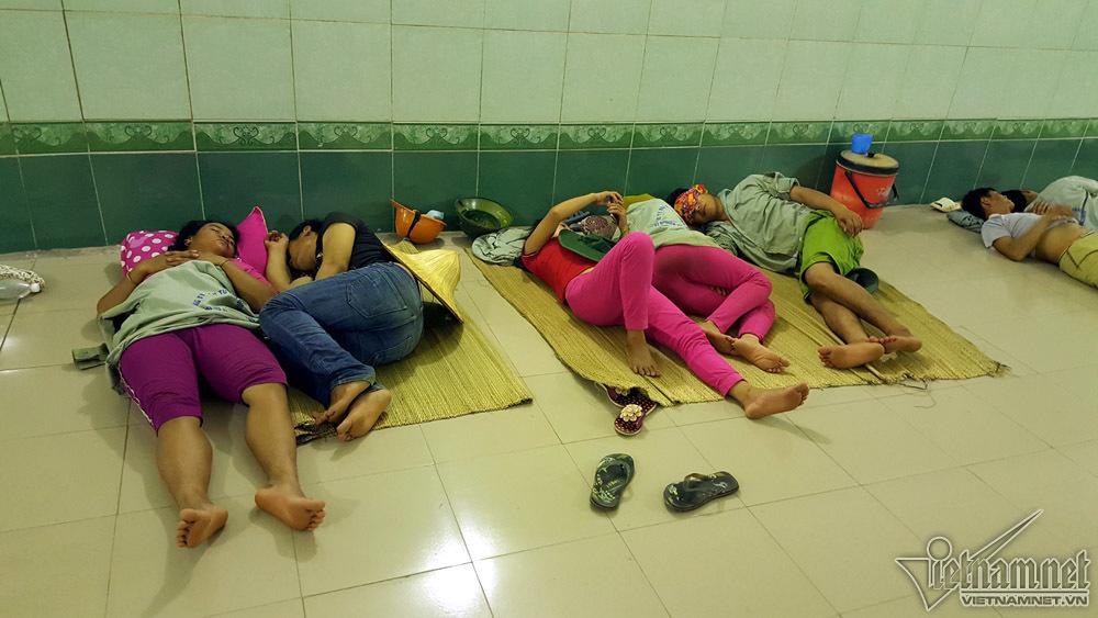 Say ngủ dưới hầm mát lịm khi mặt đất nóng 57 độ