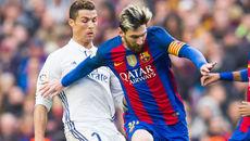 """Phản ứng lạ của Messi khi Ronaldo """"lên đỉnh"""""""