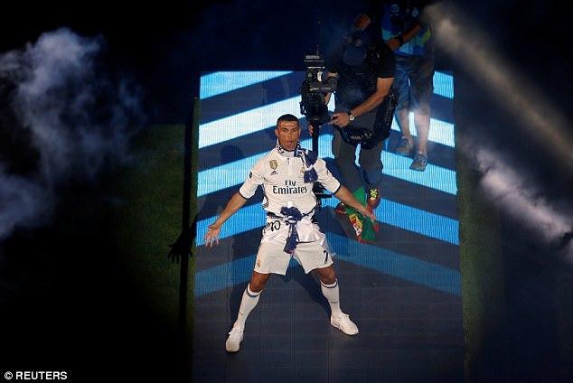 CR7 khoe đầu trọc lốc khi ăn mừng chức vô địch Champions League