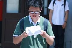 Đề thi lớp 10 chuyên toán thách thức thí sinh